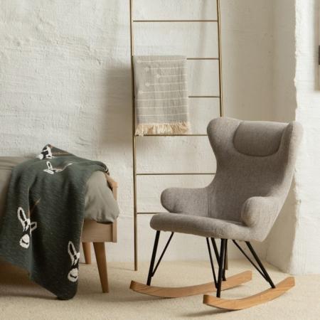 quax schommelstoel voor kinderen sand grey sfeer